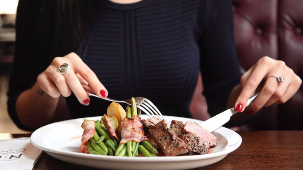 Компульсивное переедание: причины и последствия