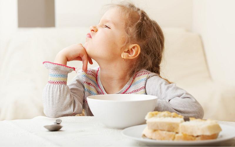 Как накормить ребенка, если он отказывается есть?