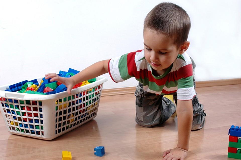 Как научить ребенка убирать свои игрушки?