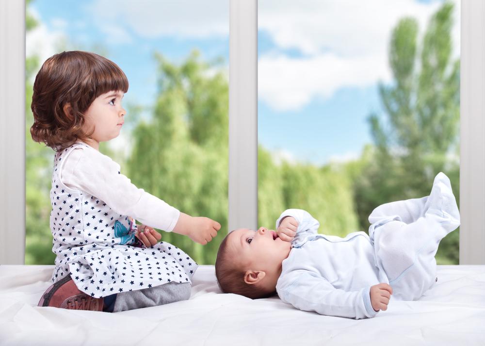 Ревность младшего ребенка к старшему